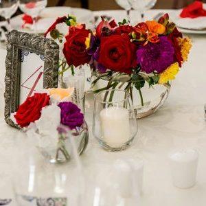Aranjamente florale pentru nunta cu tematica mediteraneana .
