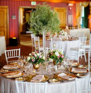 Aranjamente florale de nunta inalte.