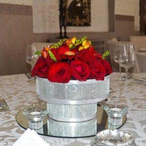 Aranjamente florale nunti cu tematica argintiu sclipitor.