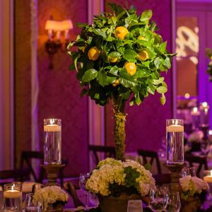 Aranjamente florale nunta de masa pomisor cu gaultheria.