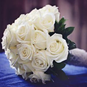 buchete mireasa trandafiri albi
