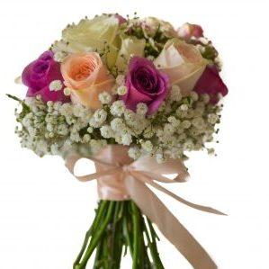 Buchete mireasa din trandafiri si gipsophila