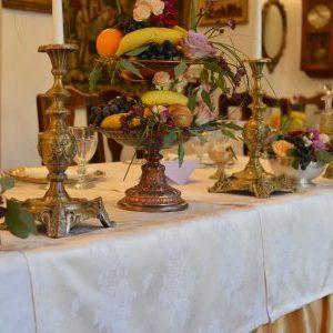 Aranjament floral botez cu tematica fructe.
